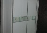 Гардероб бял гланц огледало с плъзгащи врати