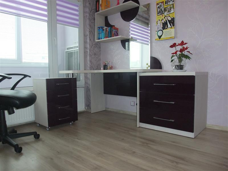 спалня, бюро, секция и гардероб - макасар и бял гланц